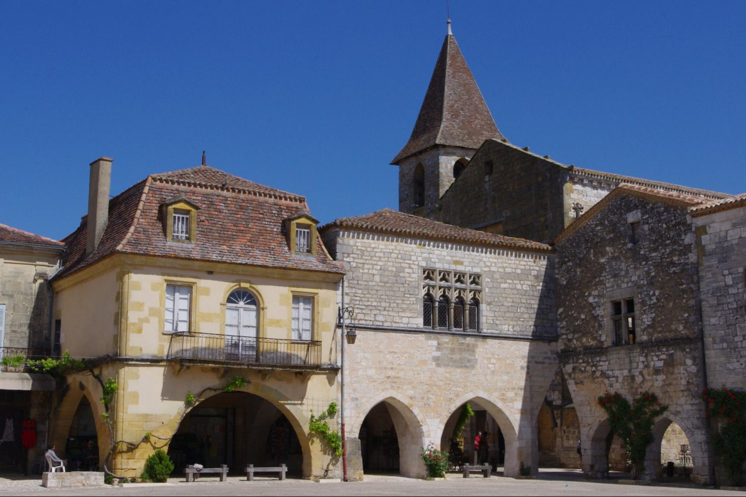 France cycling tour through the best of Dordogne