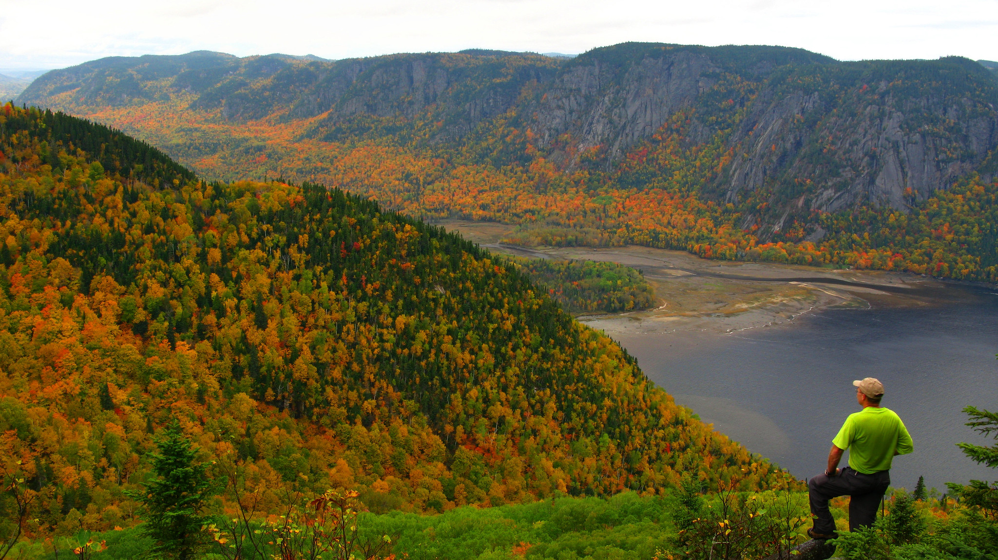 fall colors in the Quebec's National Park (C) Jean Tanguay